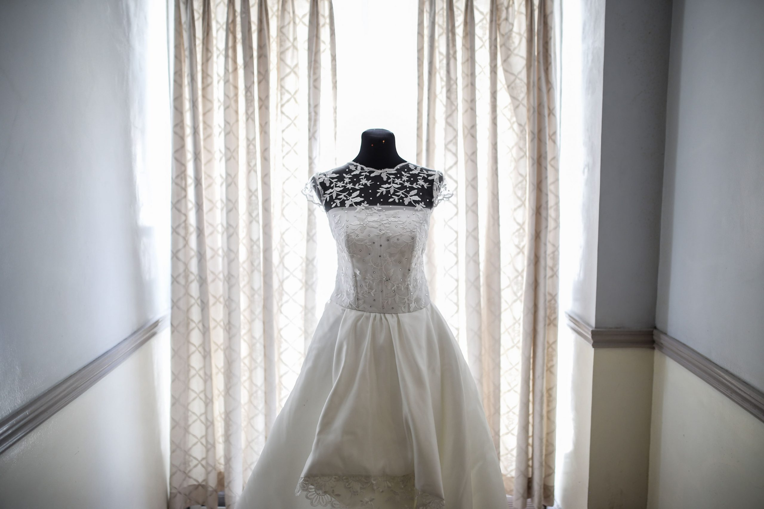 Wedding gowns for apple-shaped body