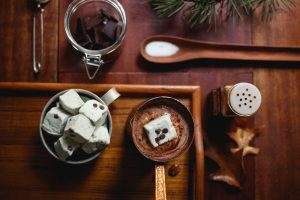 outdoor winter wedding ideas hot chocolate station