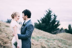 outdoor winter wedding ideas cold couple